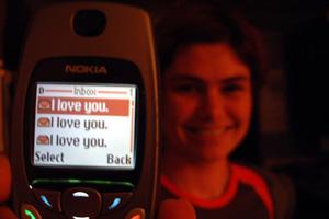 SMS Flirtsprüche – Ein mobiles Telefon besitzt in der heutigen Zeit nahezu jeder, wobei das Alter über die Anwendung und dem Einsatz des Telefons entscheidet. Gerade die junge Generation nutzt […]